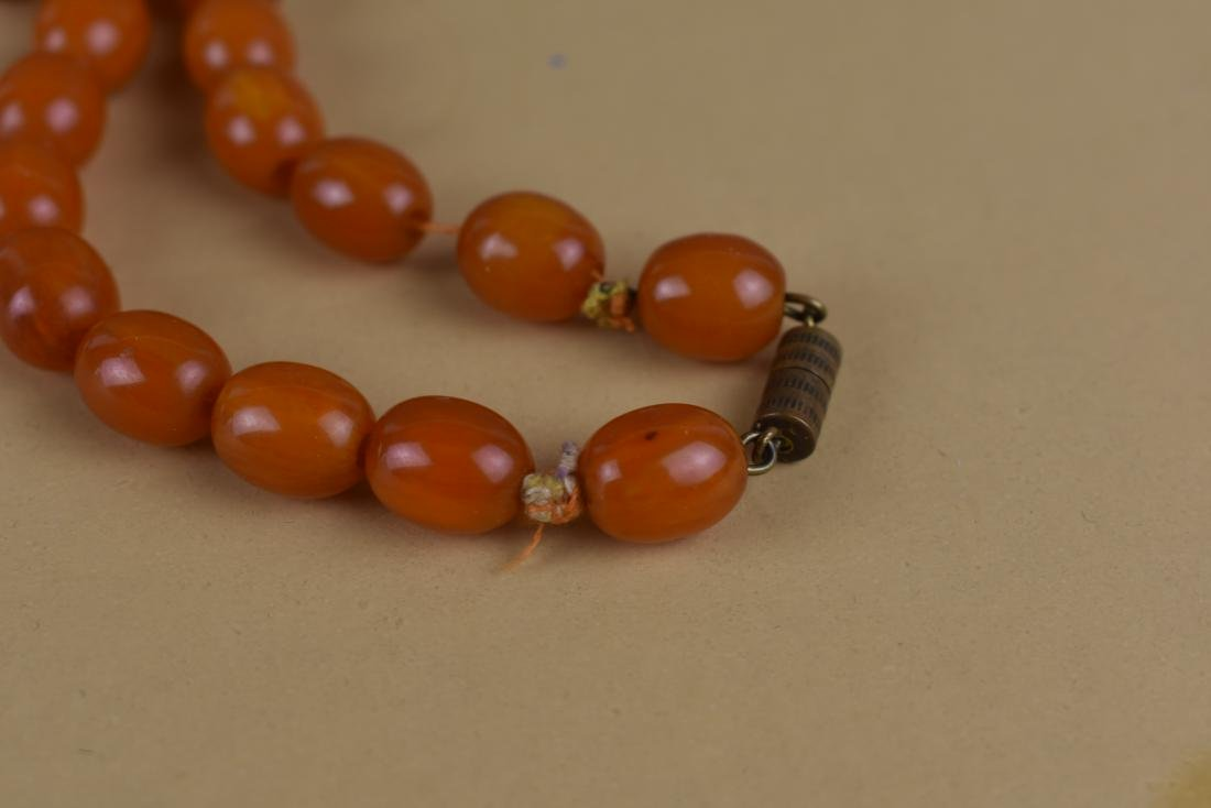 VINTAGE AMBER COLORED BEADED NECKLACE - 4