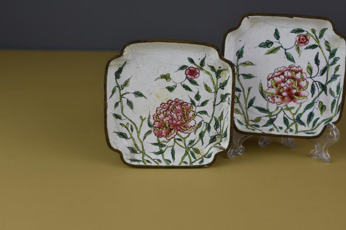PAIR OF CHINESE CANTON ENAMEL QING FAMILLE ROSE TRAYS - 2