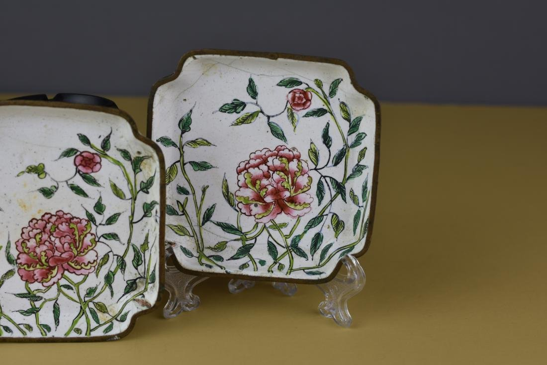 PAIR OF CHINESE CANTON ENAMEL QING FAMILLE ROSE TRAYS - 3
