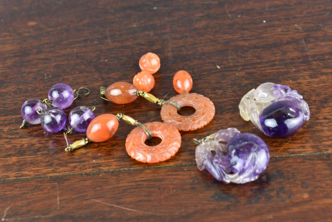 LOT OF OLD CHINESE CARNELIAN AND AMETHYST PENDANTS