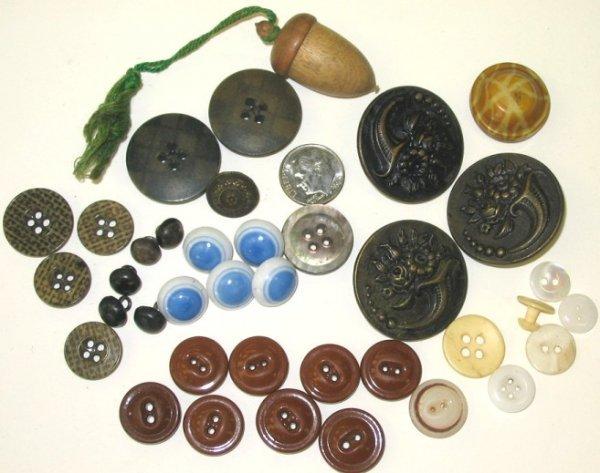 26: Victorian Button Lot w Acorn Thimble Holder