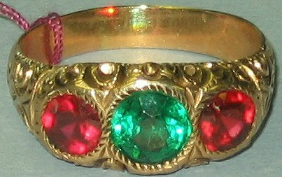 515: Victorian Gentlemans Gold Ring~Red & Green Stones