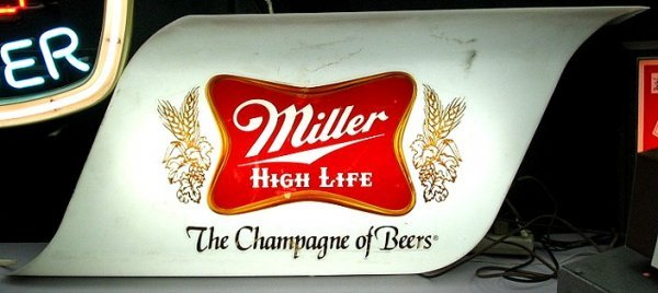 820: Vintage Miller Light-up Beer Sign