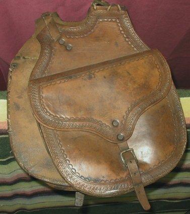 1048: Antique Western Cowboy Leather Pommel Saddle Bags - 2