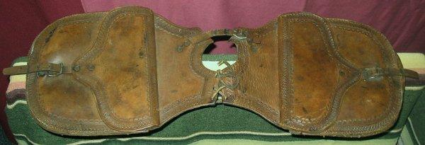 1048: Antique Western Cowboy Leather Pommel Saddle Bags - 3