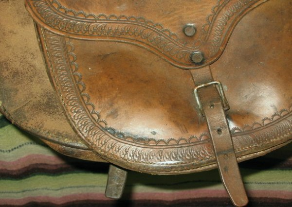 1048: Antique Western Cowboy Leather Pommel Saddle Bags - 4