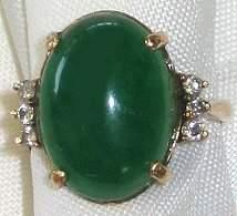 510: 14kt Gold & Green Jade Cabochon Estate Ring