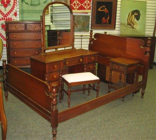 174: 1940s Vintage Mahogany Bedroom Set