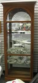 562: Contemporary Oak China Hutch/Display