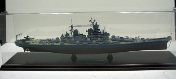 647: Danbury Mint USS Missouri Model Battleship/Case
