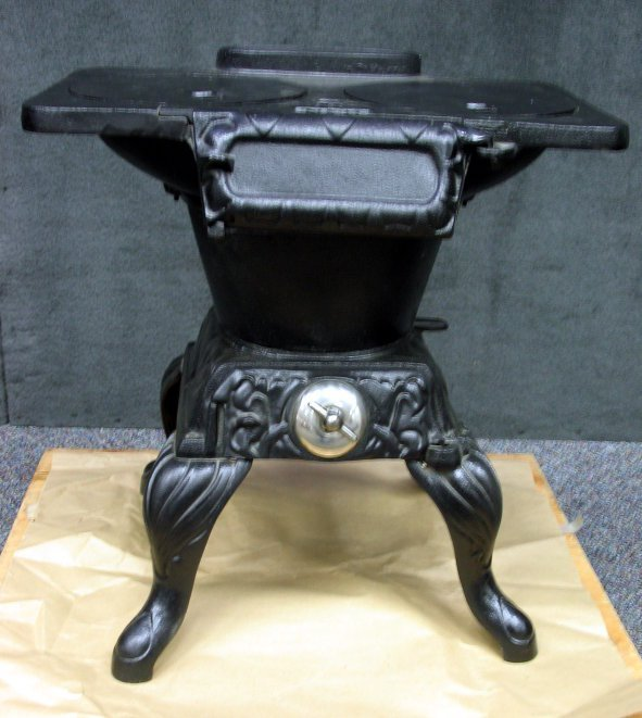 669: Small Vintage Cast Iron Martin Laundry Stove #8