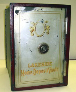 1070: Antique Lakeside Home Deposit Vault/Safe
