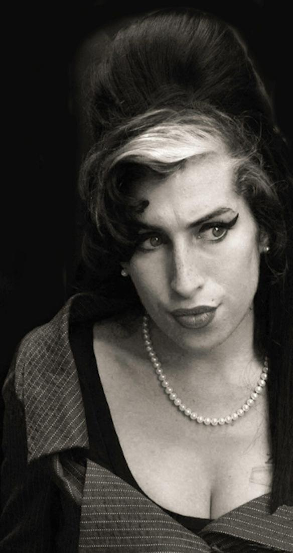 Amy Winehouse Pissed