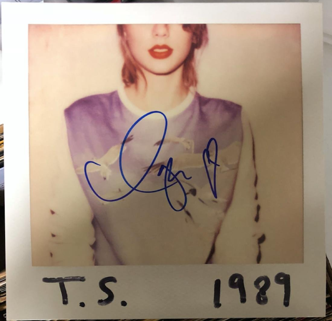 Signed Taylor Swift 1989