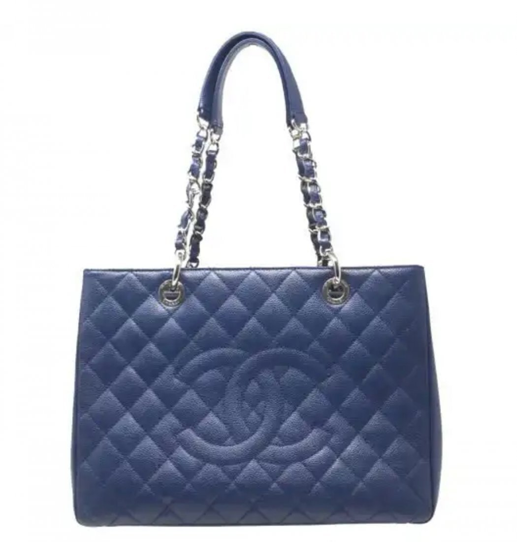 Chanel Caviar Jumbo Single Flap Bag - 2