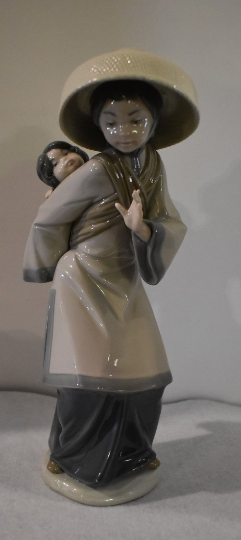 Lladro Figurine Asian Woman with Baby 5123