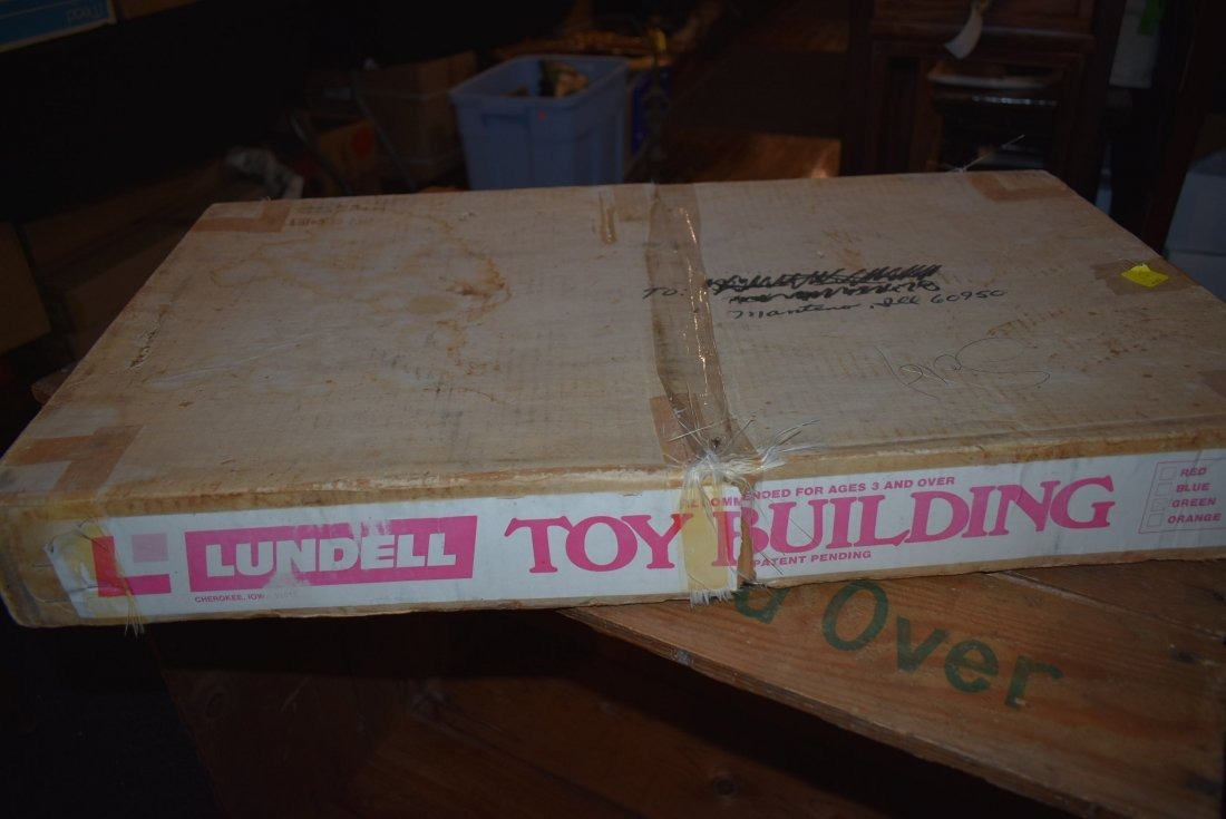 RARE Lundell Farm Toy Building