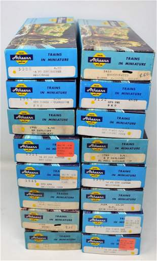 Lot of 16 Vintage HO Scale Athearn Cars