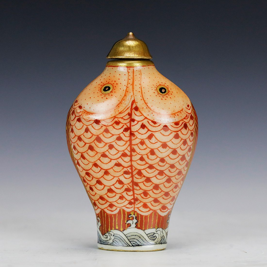 Qianlong ceramic snuff box Hand painted gold 18 century