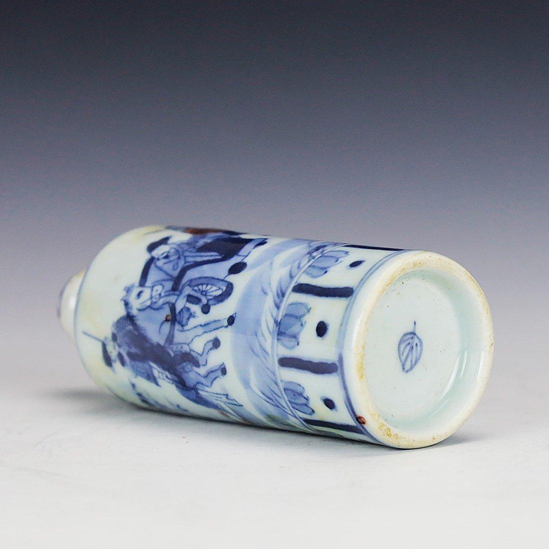 China 18 Century blue and white snuff bottle - 5