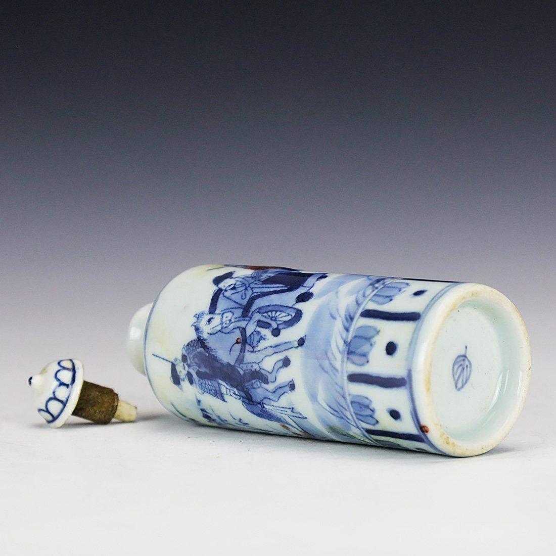 China 18 Century blue and white snuff bottle - 7