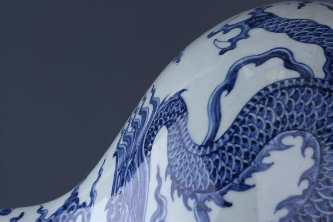 LARGE CHINESE PORCELAIN BLUE AND WHITE DRAGON TIANQIU - 3