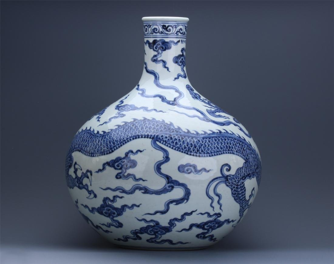 LARGE CHINESE PORCELAIN BLUE AND WHITE DRAGON TIANQIU - 7
