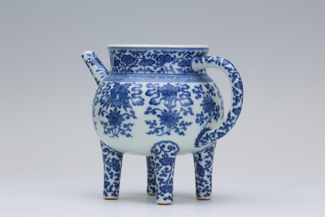 CHINESE PORCELAIN BLUE AND WHITE TRIPLE FEET KETTLE - 3