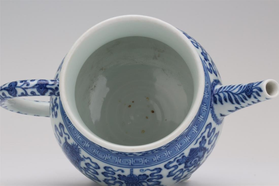 CHINESE PORCELAIN BLUE AND WHITE TRIPLE FEET KETTLE - 7