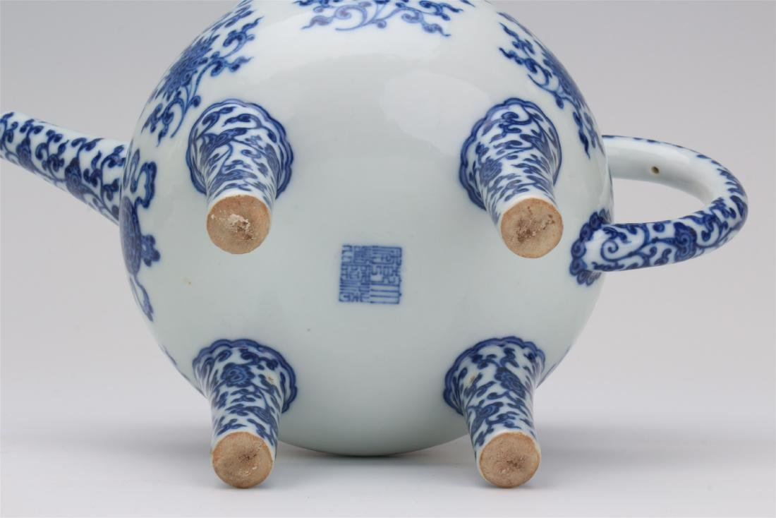 CHINESE PORCELAIN BLUE AND WHITE TRIPLE FEET KETTLE - 9