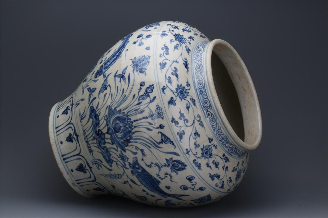 CHINESE PORCELAIN BLUE AND WHITE FISH AND WEED JAR - 8