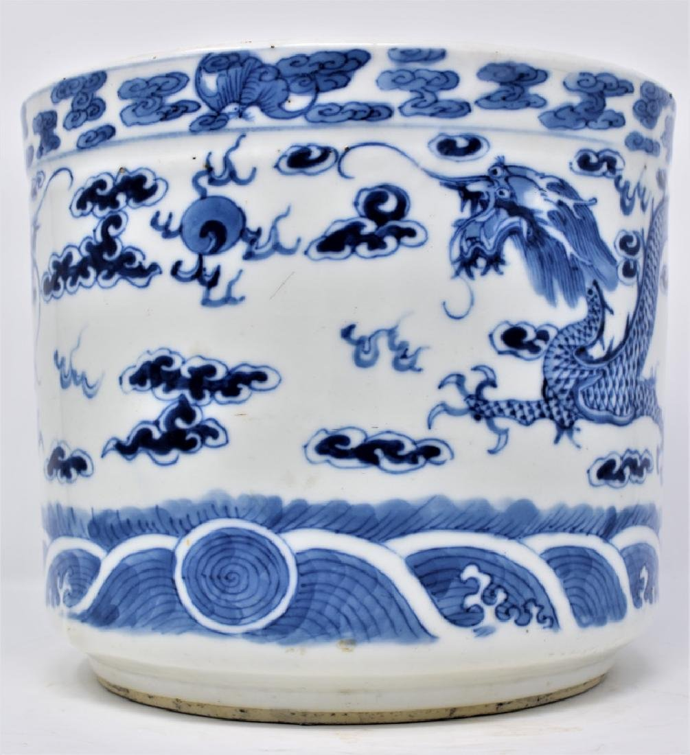 Chinese Qing Dynasty Bue and White Porcelain Vessel
