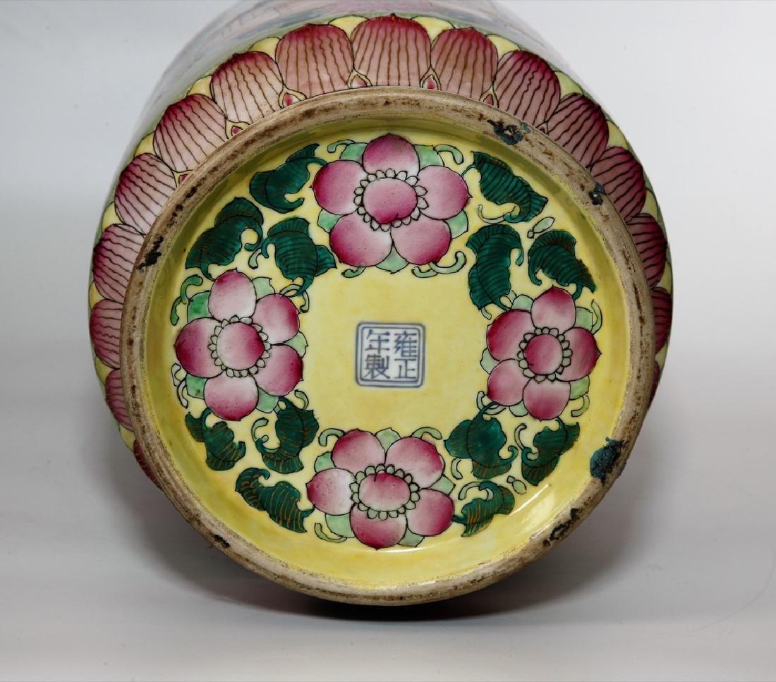 Chinese Qing Dynasty Enameled Porcelain Vase - 8