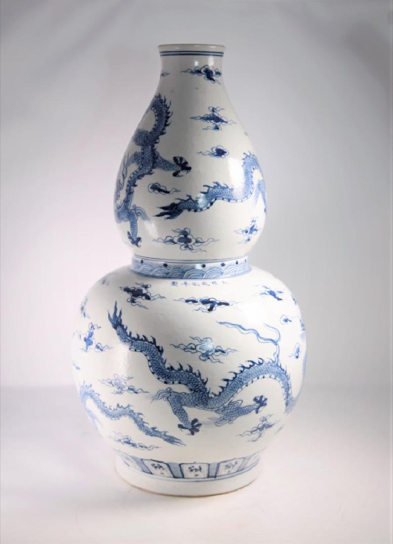 Large Chinese Ming Dynasty Blue and White Gourd Shape - 3