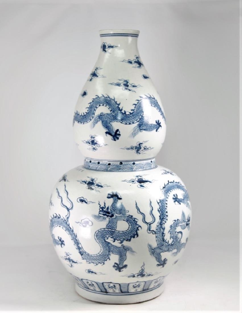 Large Chinese Ming Dynasty Blue and White Gourd Shape - 4