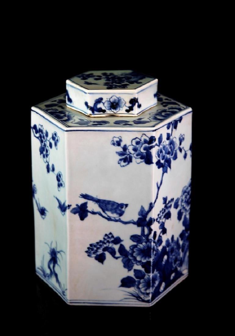 Chinese Qing Dynasty Blue & White Porcelain Tea Jar