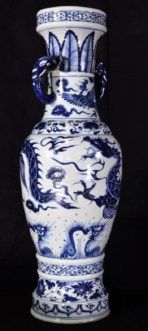 Large Chinese Yuan Dynasty Blue And White  Vase - 4