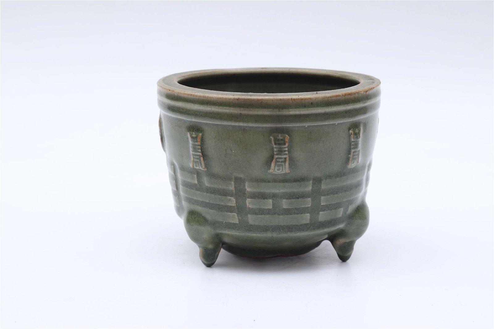 Chinese Sond Dynasty celadon glazed ceramics tripod