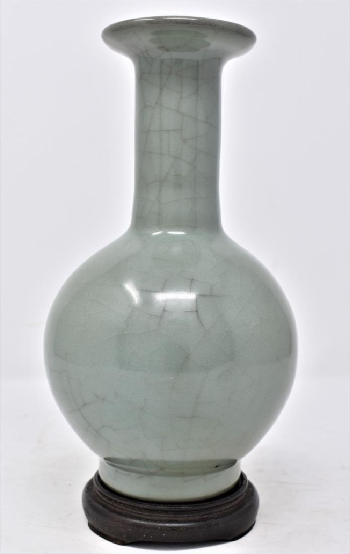 Chinese Song Dynasty Guan Type  crackle glazed Vase