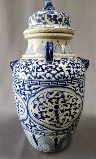 Large Ming Dynasty blue and white porcelain Jar