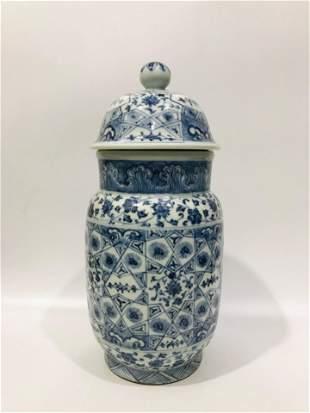 Ming Xuande blue & white porcelain cover jar