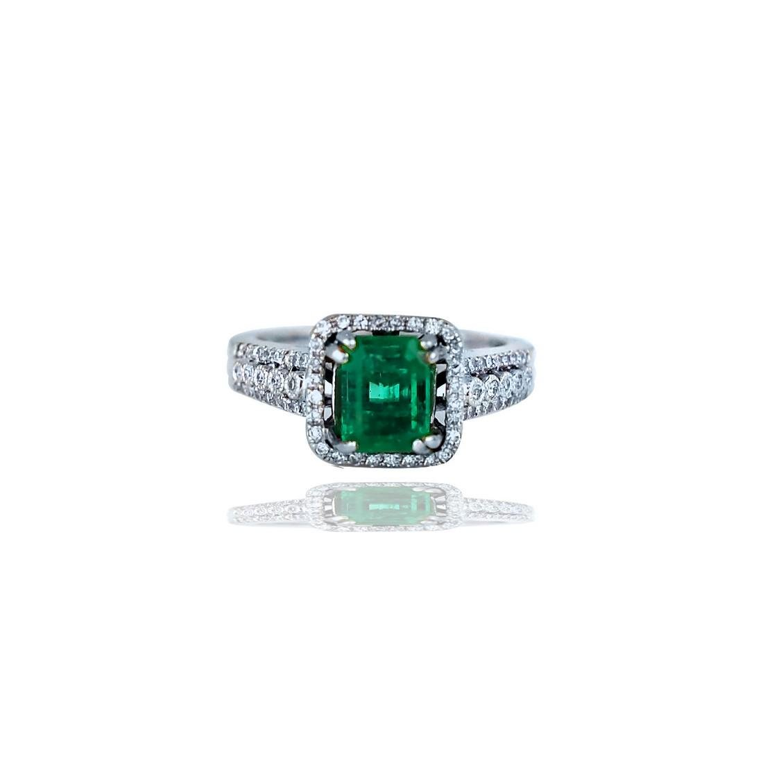 Stunning,  3.38 TCW, Colombian Emerald set in Halo
