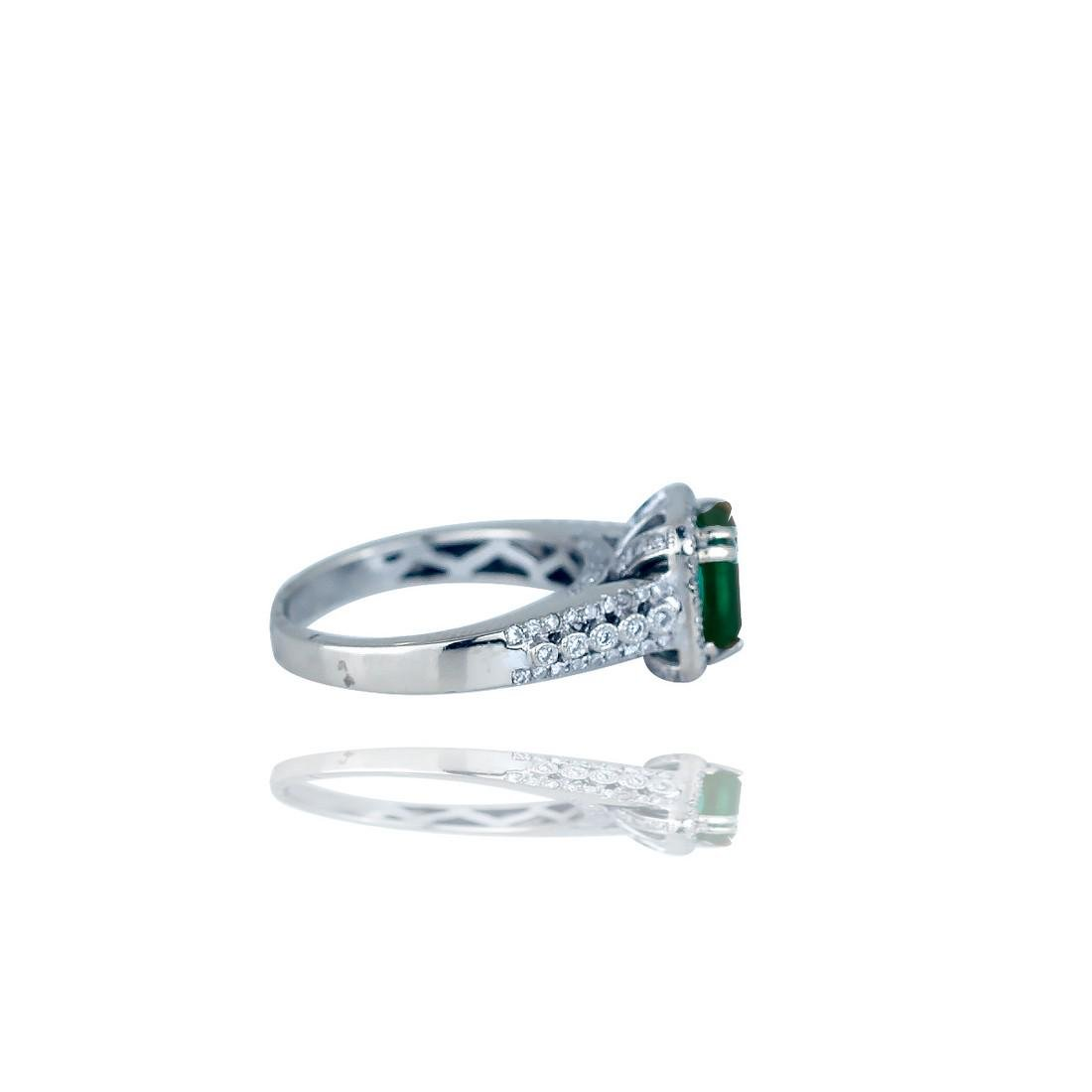 Stunning,  3.38 TCW, Colombian Emerald set in Halo - 2