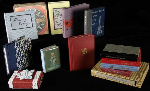 2140: Large lot of 100+ Miniature Books Misc Publishers