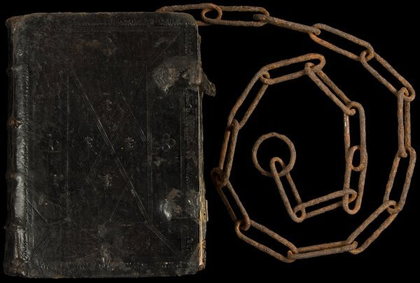 22: 1574 Chained Bible
