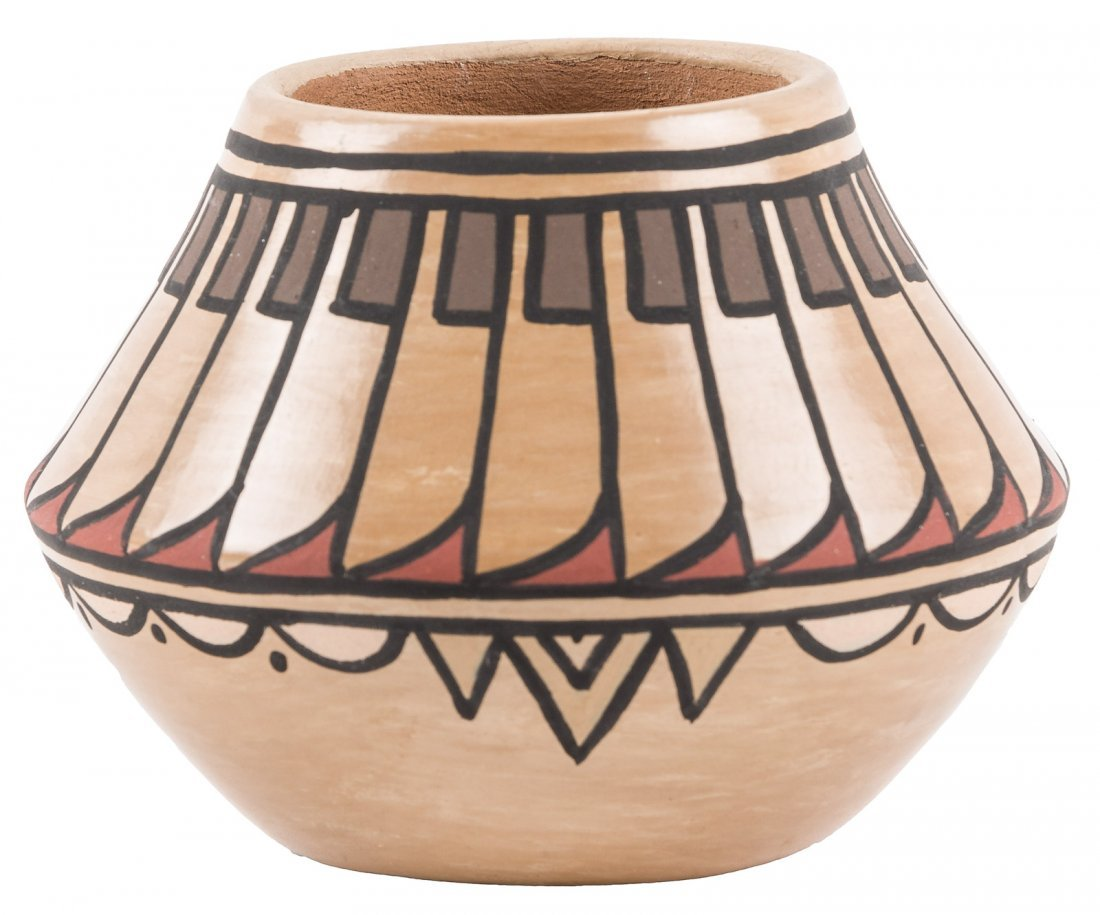 Small pot by Minnie Vigil Santa Clara Pueblo