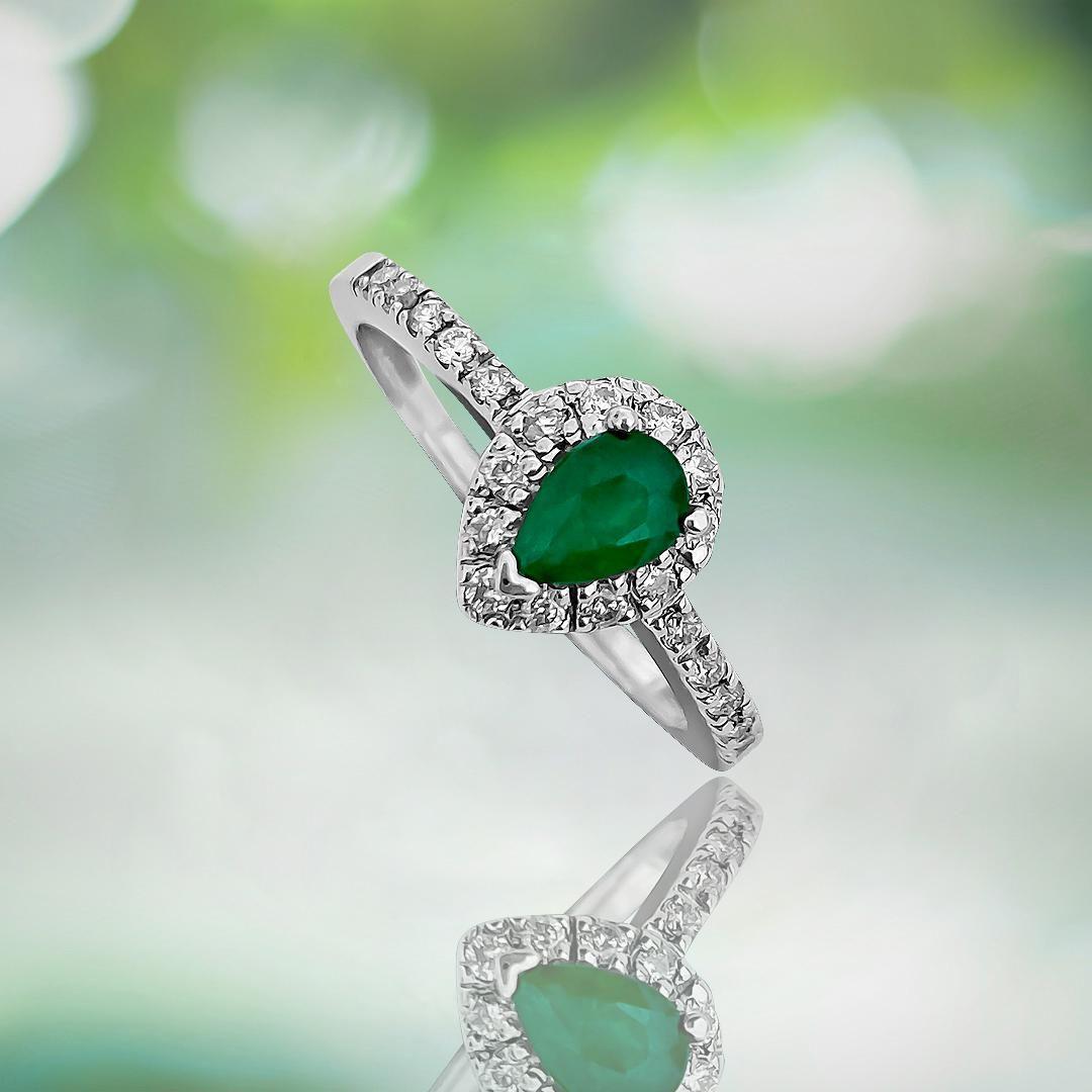 18K Gold, Vintage 0.54CT Emerald & Diamond Ladies Ring