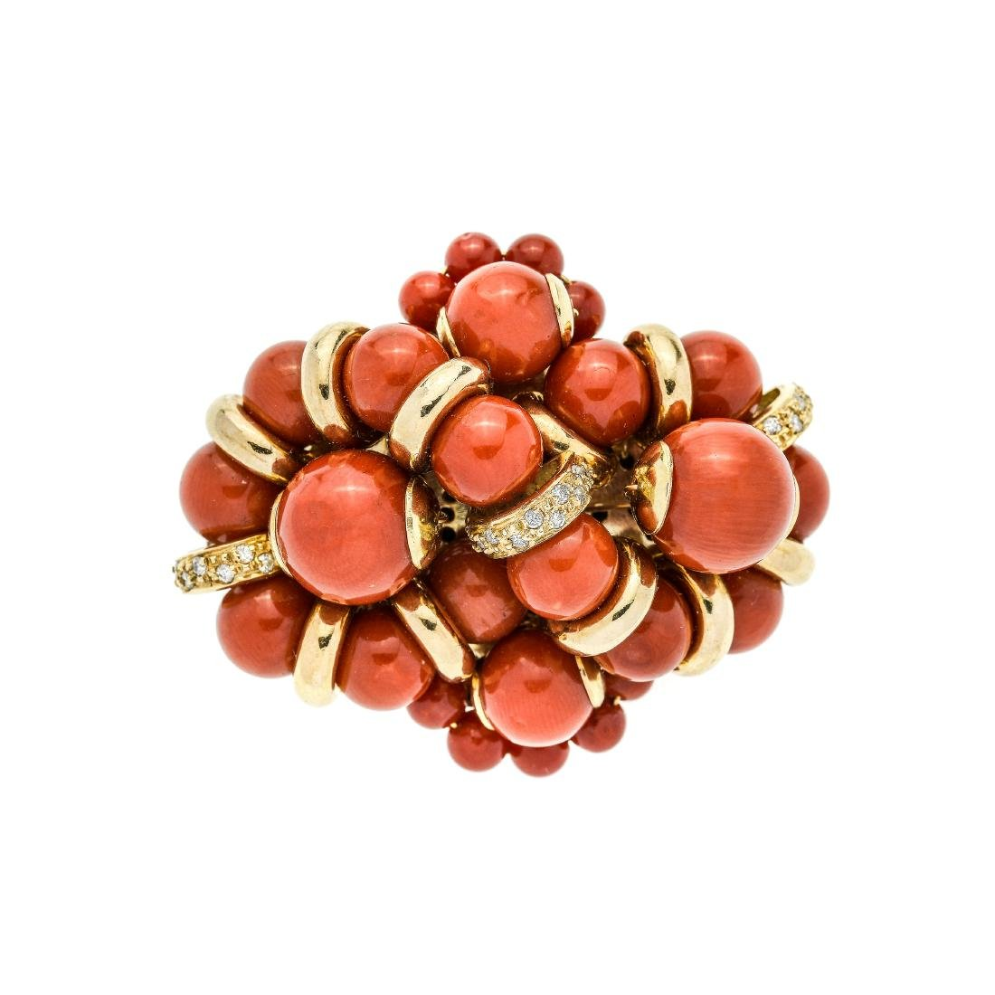 Brooch in yellow gold, diamonds and red coral