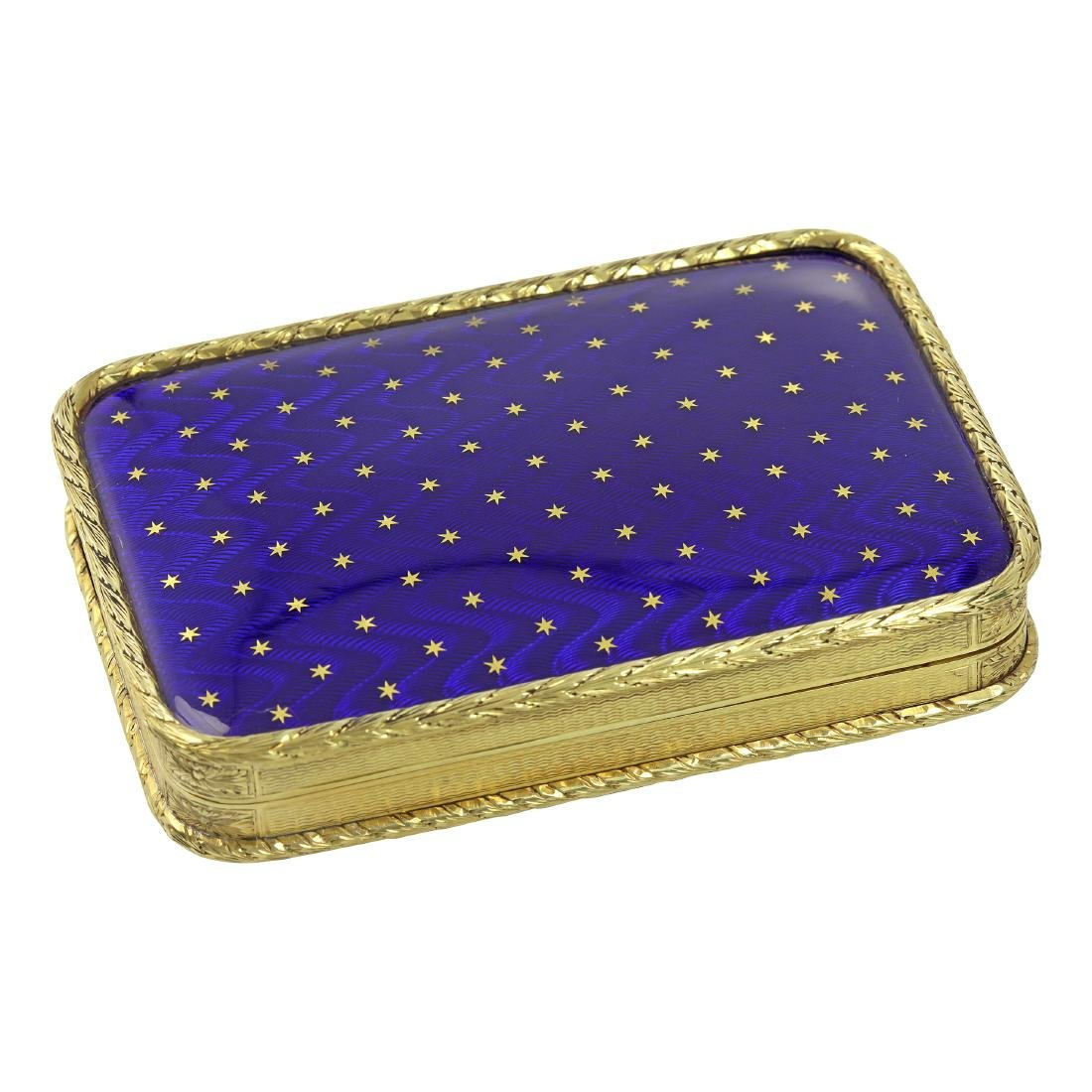 AN ANTIQUE ENAMEL GOLD BOX in high carat yellow gold,
