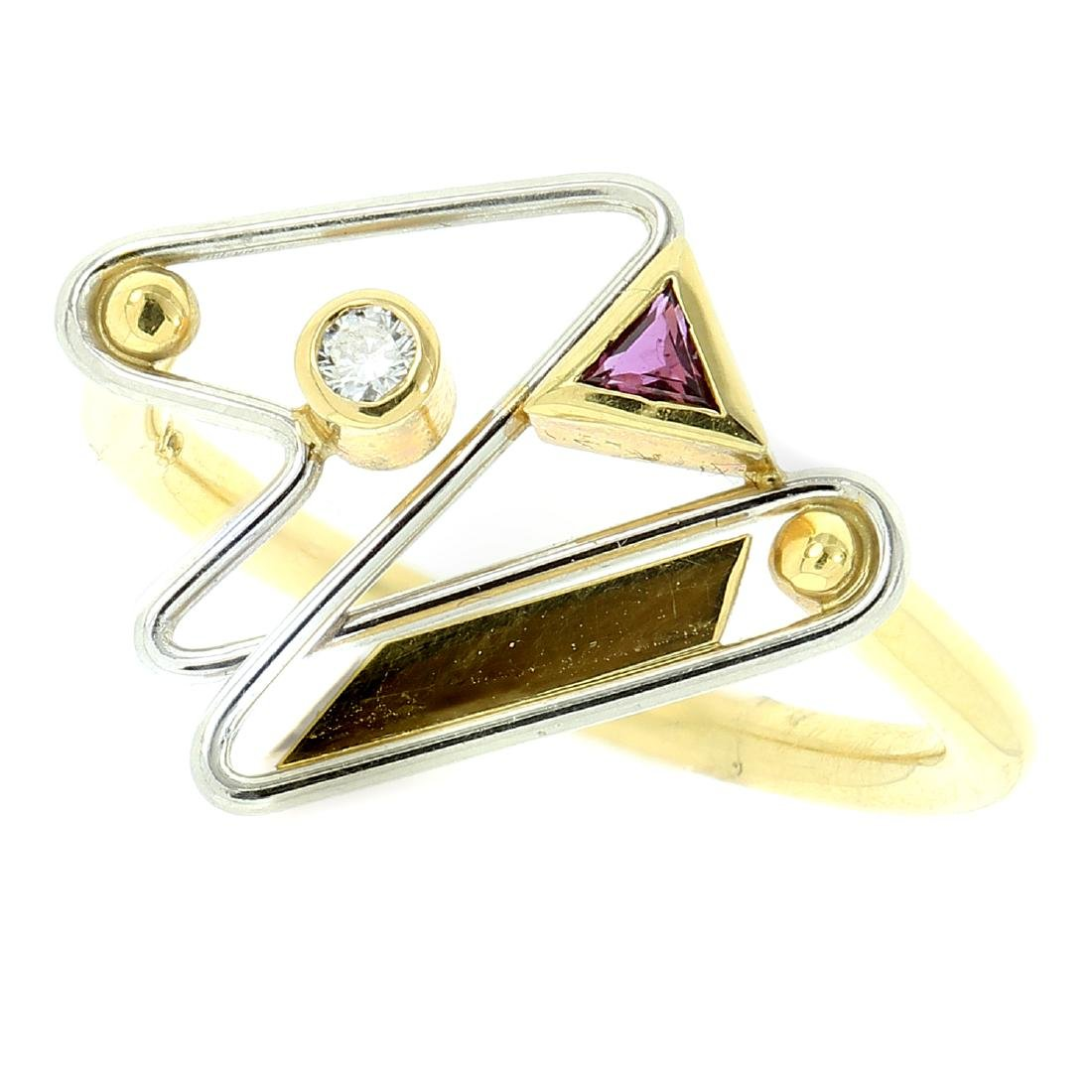 AN ABSTRACT DIAMOND AND PINK TOURMALINE RING in 18ct